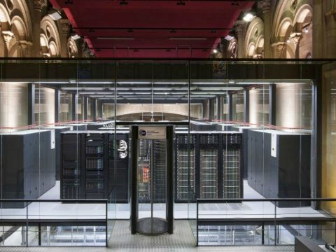 Marenostrum 4 staat in het datacenter Chapel Torre Girona in Barcelona